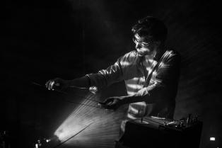 MathijsLeeuwis_Généalogies_concert_zw-WilliamvanderVoort-13